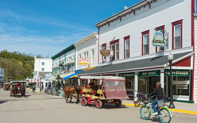 Restaurants, shops, horse-drawn carriages, bicycle